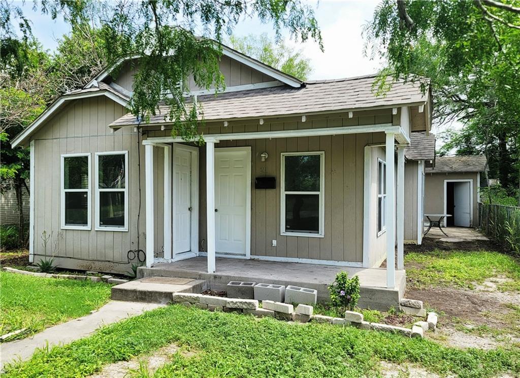 211 E 3rd Street Property Photo