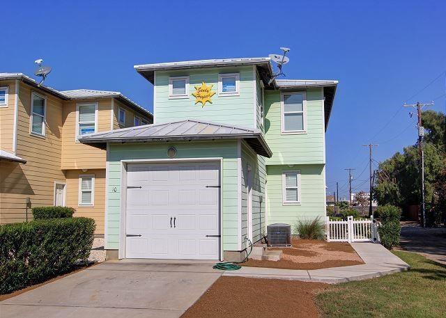 301 Avenue C E #10 Property Photo 1