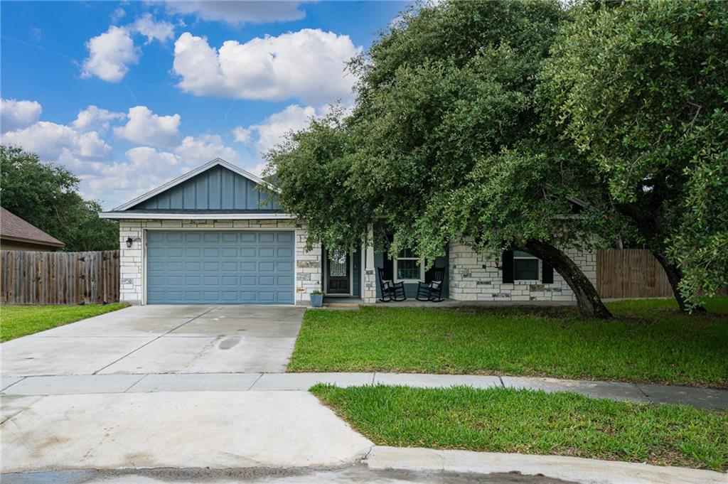 2423 Country Oaks Property Photo 1