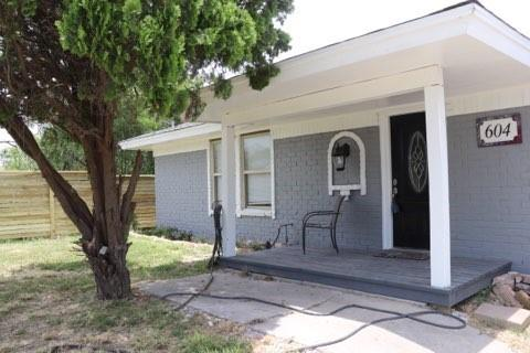 604 2nd Street Property Photo