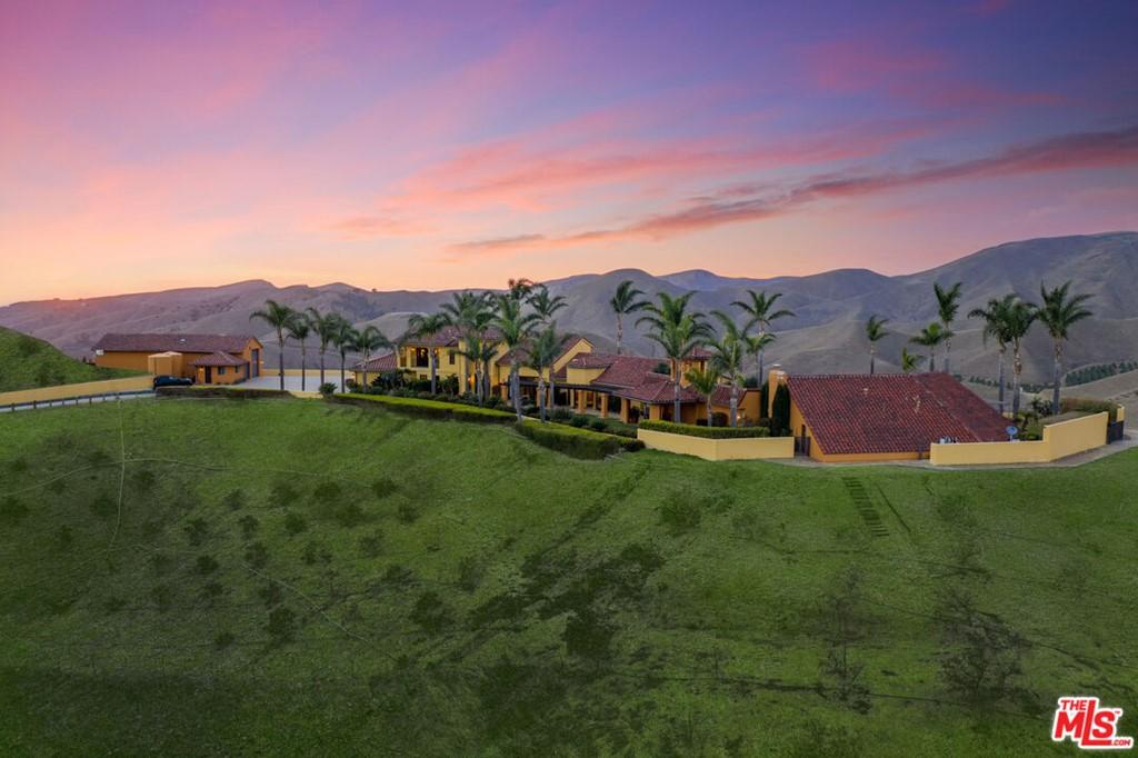 2065 E La Loma Avenue Property Photo