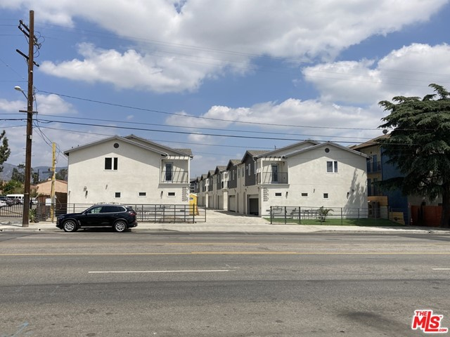 6516 Vineland Avenue Property Photo