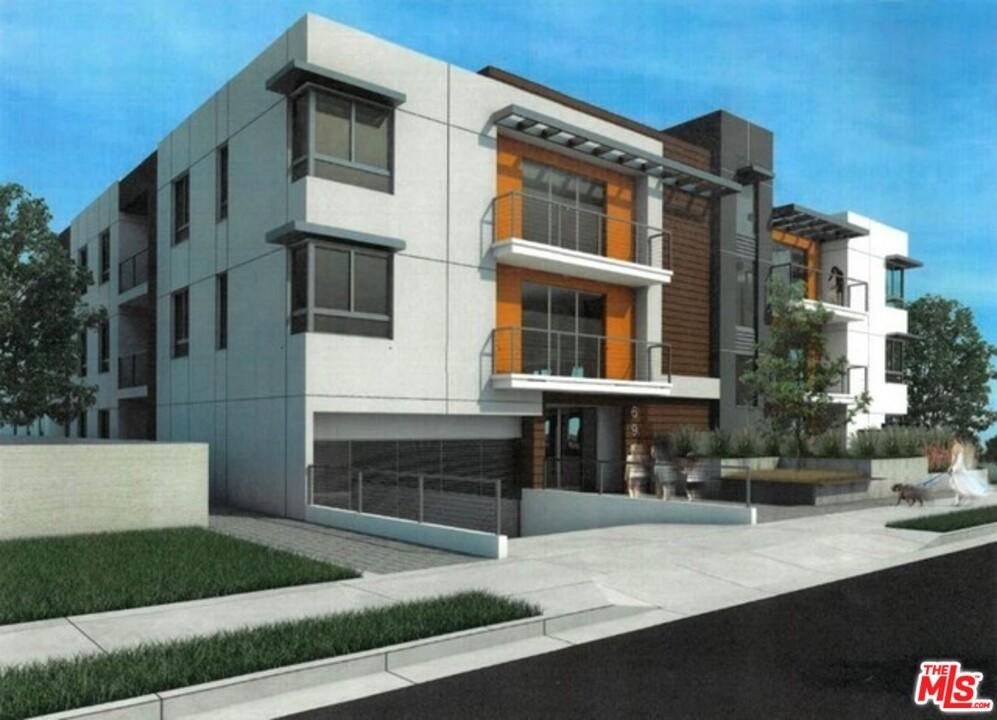 6948 N Woodman Avenue Property Photo