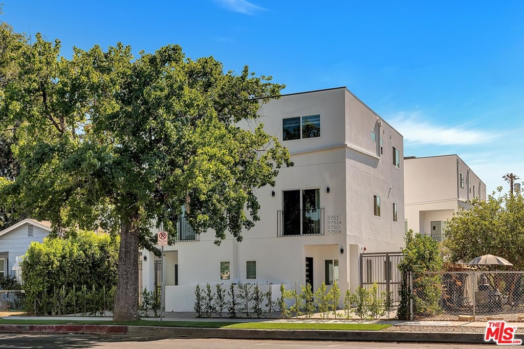 5750 Kester Avenue Property Photo