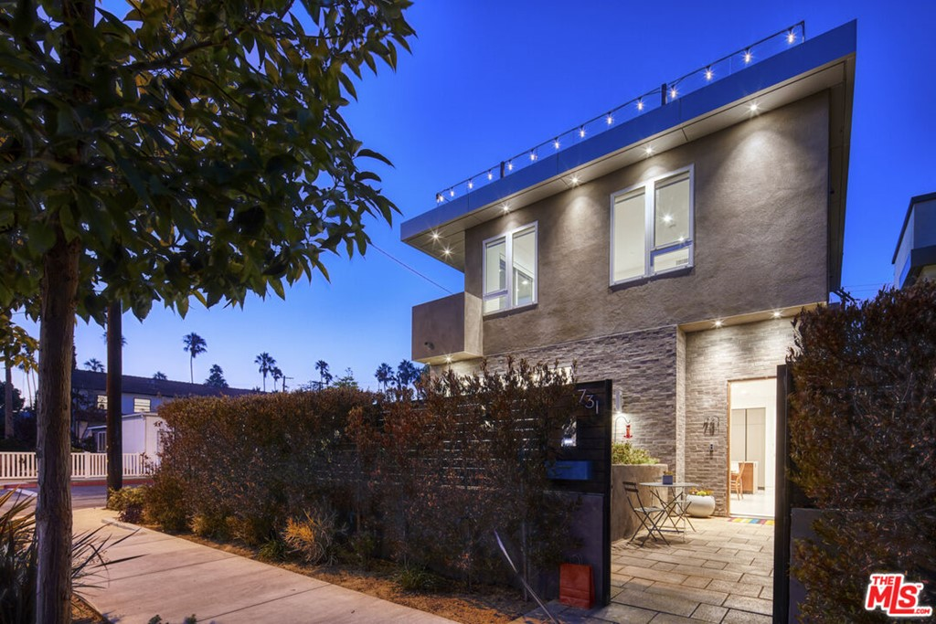 731 Oxford Avenue Property Photo