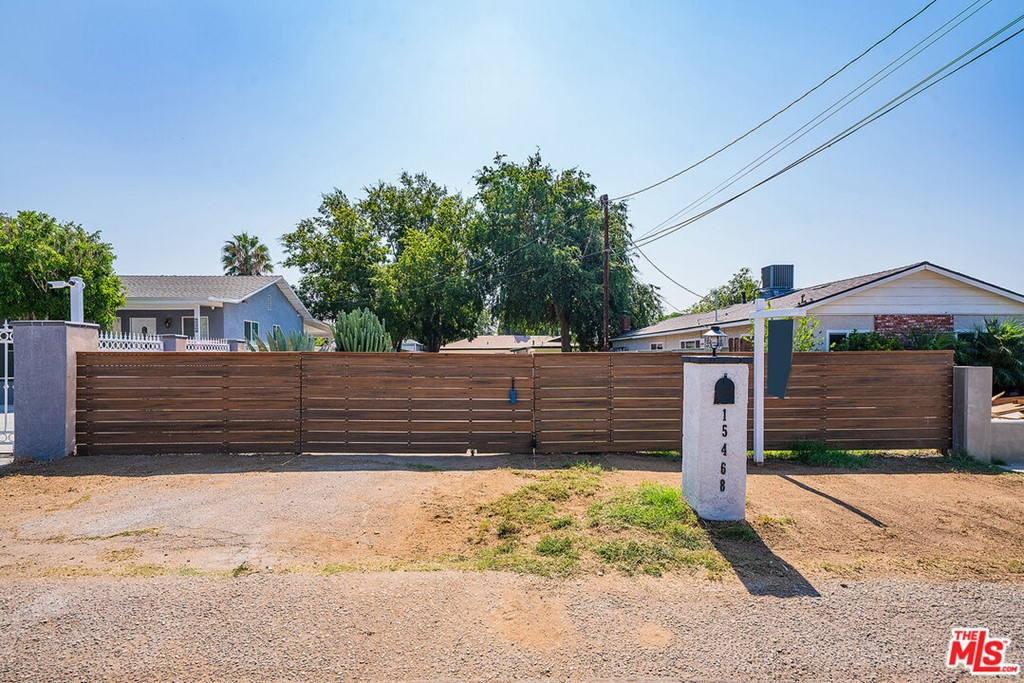 15468 El Cajon Street Property Photo 2