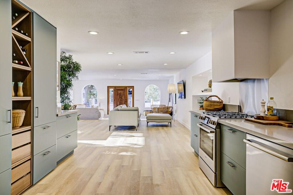 6122 Burwood Avenue Property Photo
