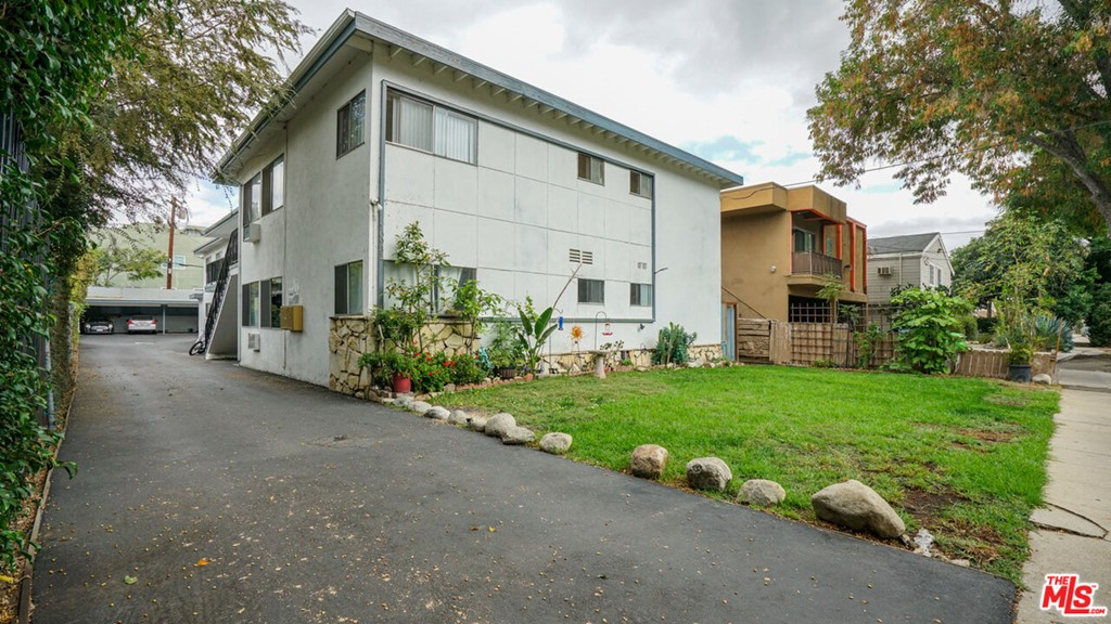 10931 Bloomfield Street Property Photo