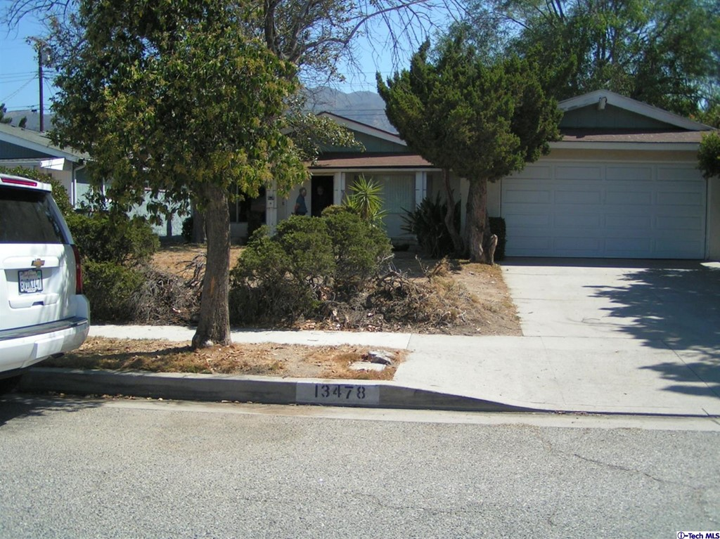 13478 Chivers Avenue Property Photo