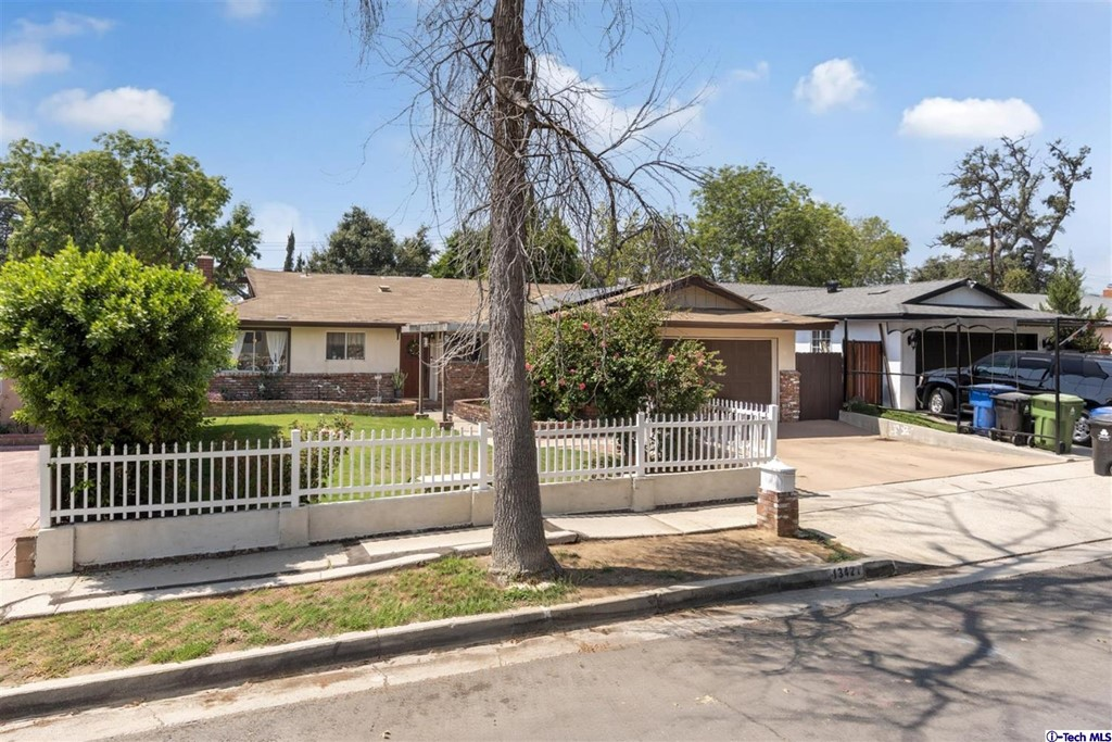 13421 Cranston Avenue Property Photo
