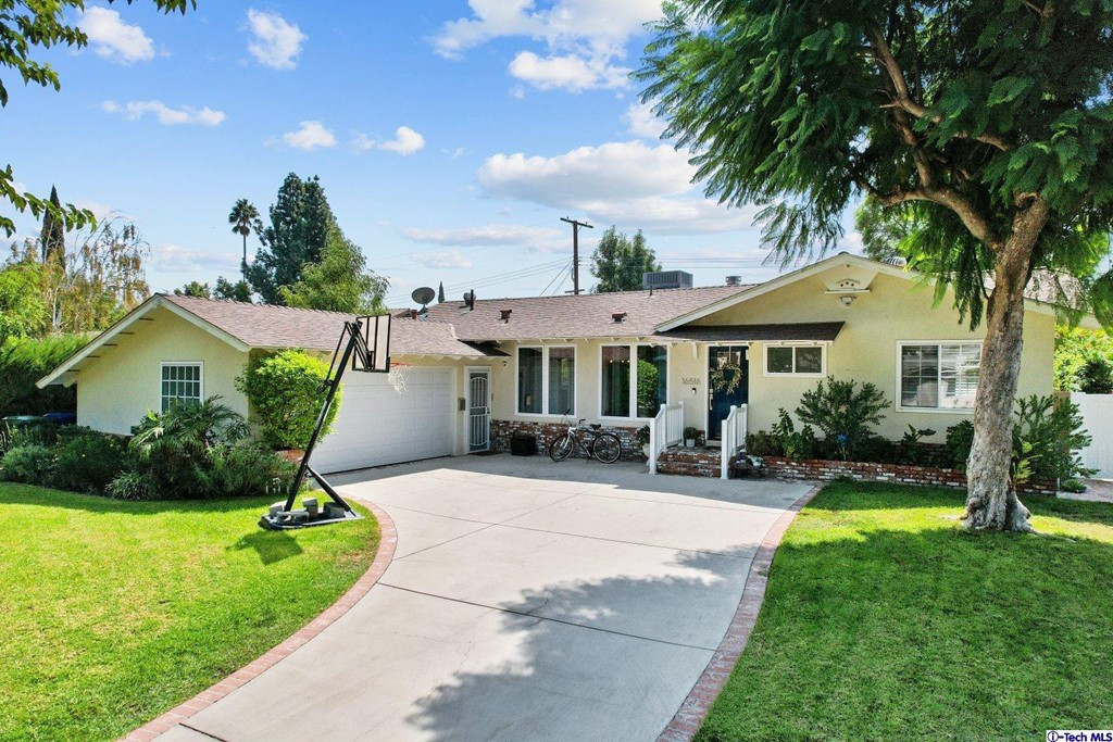 16516 Hiawatha Street Property Photo