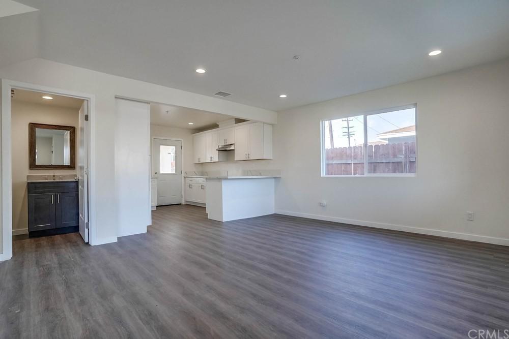 11579 Angell Street Property Photo 6