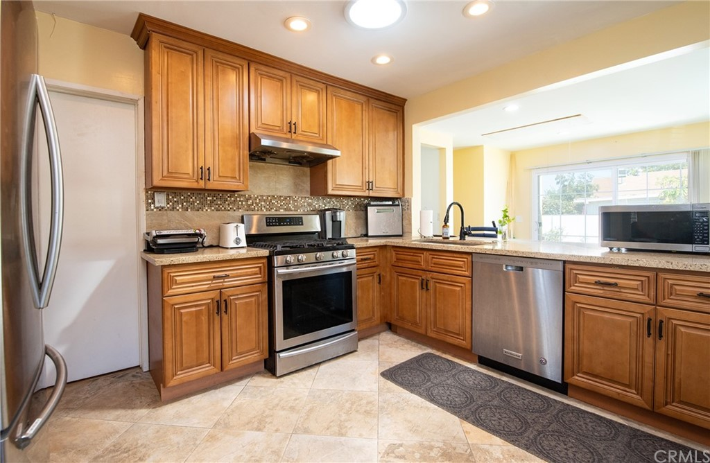 15316 Flallon Avenue Property Photo 5