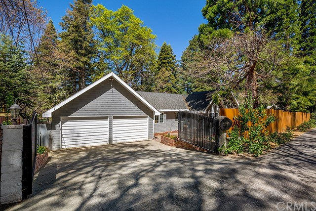 5998 Pine Avenue Property Photo