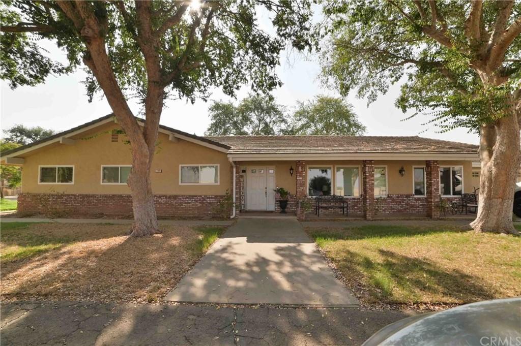 9767 N Fowler Avenue Property Photo