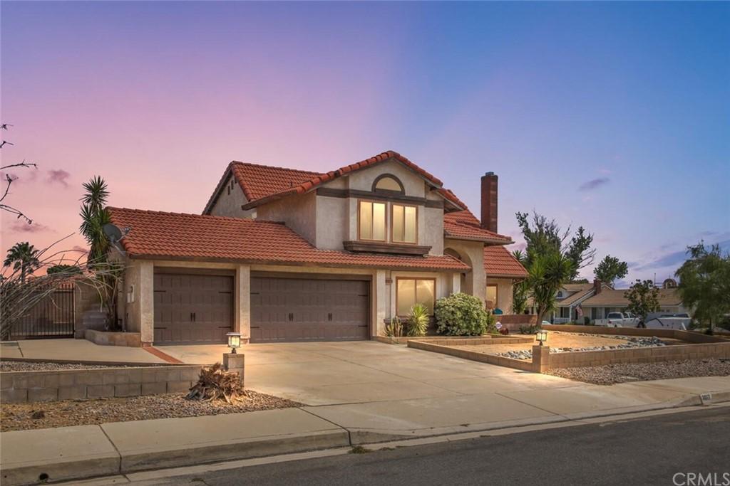 3017 N Cedar Avenue Property Photo