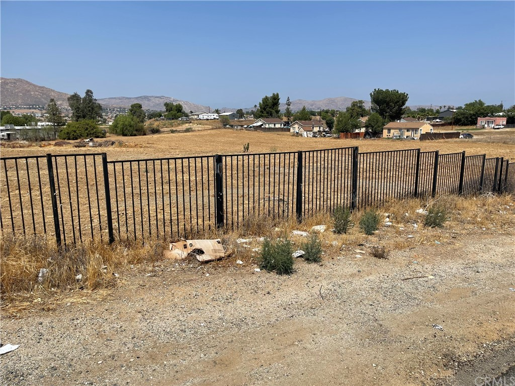 13680 Day Street Property Photo