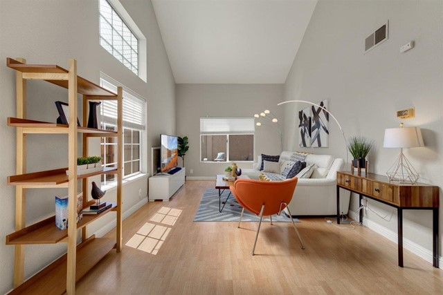 2038 Continental Avenue Property Photo