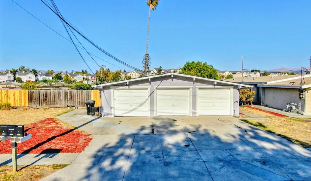 37124 Oak Street Property Photo
