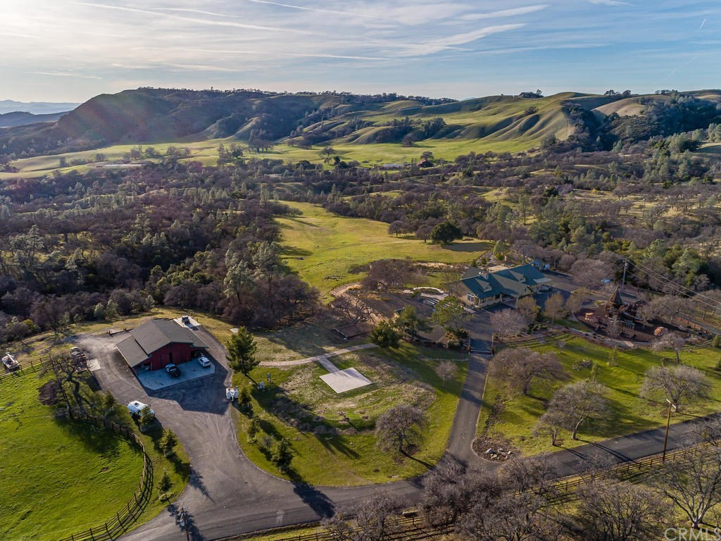69300 Vineyard Canyon Road Property Photo 1