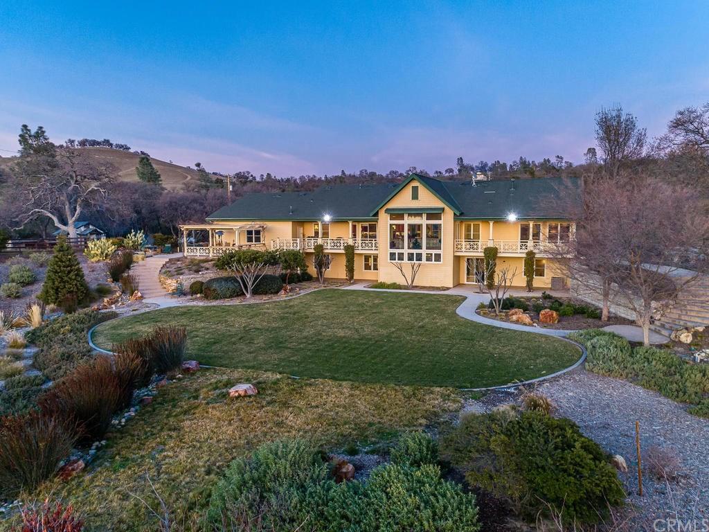 69300 Vineyard Canyon Road Property Photo 4