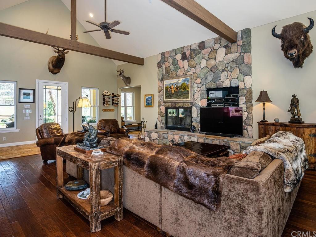 69300 Vineyard Canyon Road Property Photo 7