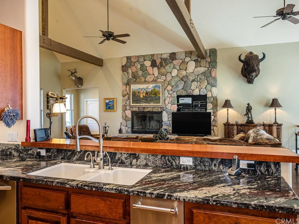 69300 Vineyard Canyon Road Property Photo 13