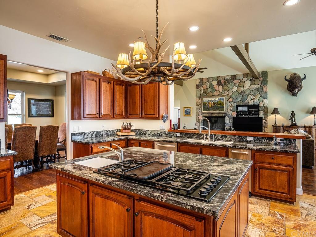 69300 Vineyard Canyon Road Property Photo 14