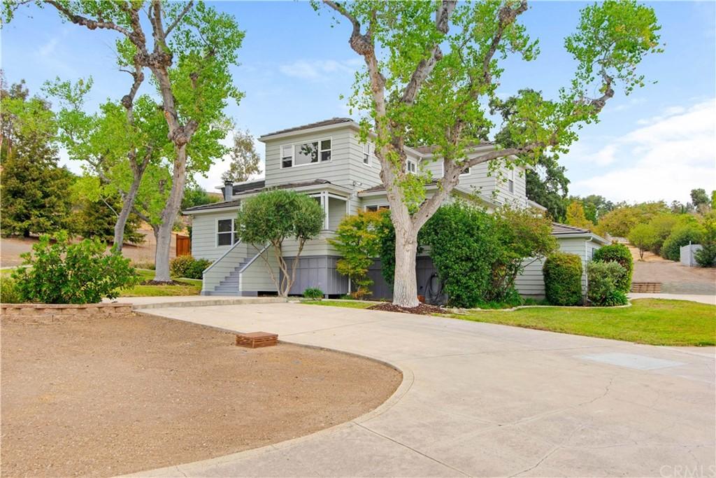 1023 Vista Grande Street Property Photo 1