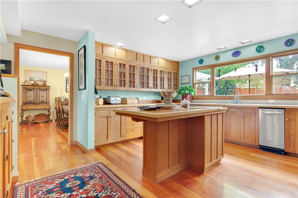 1023 Vista Grande Street Property Photo 9