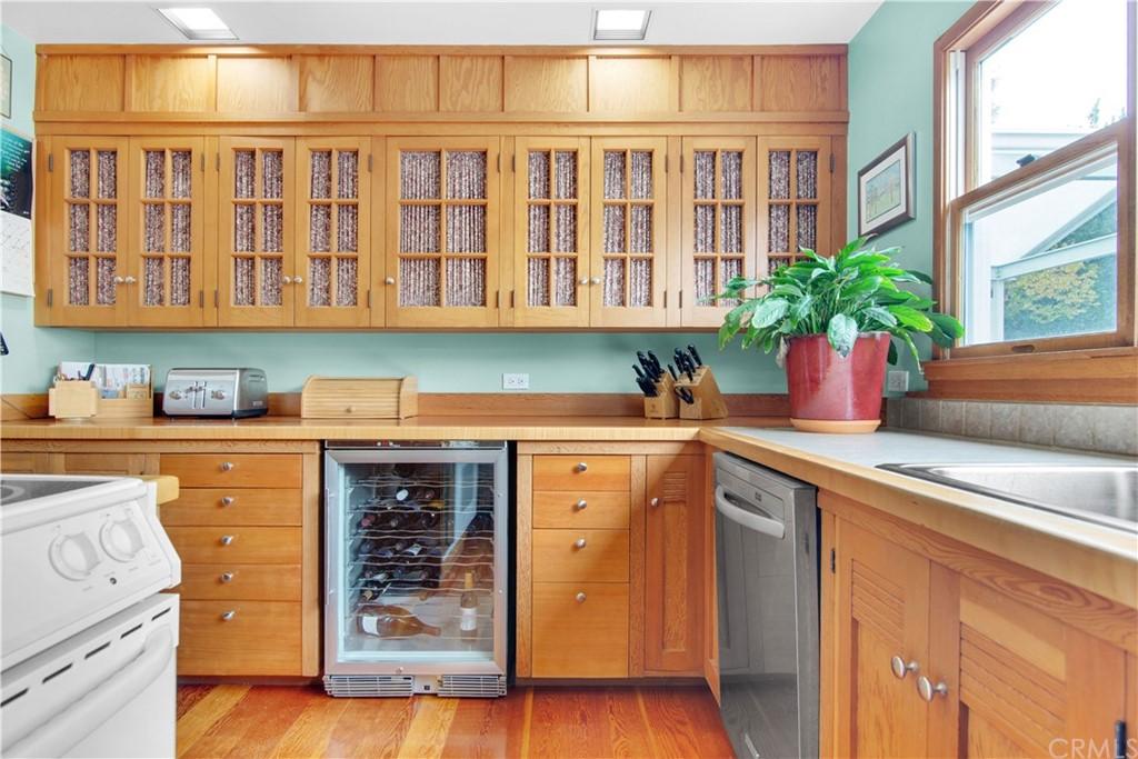 1023 Vista Grande Street Property Photo 12