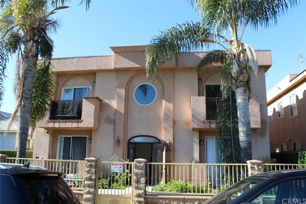 5725 Woodman Avenue Property Photo