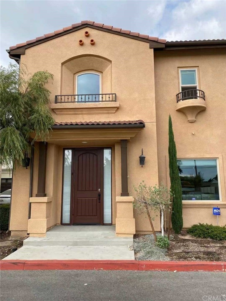 5765 N Traymore Avenue Property Photo