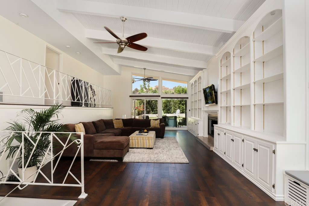 1025 Adelante Avenue Property Photo
