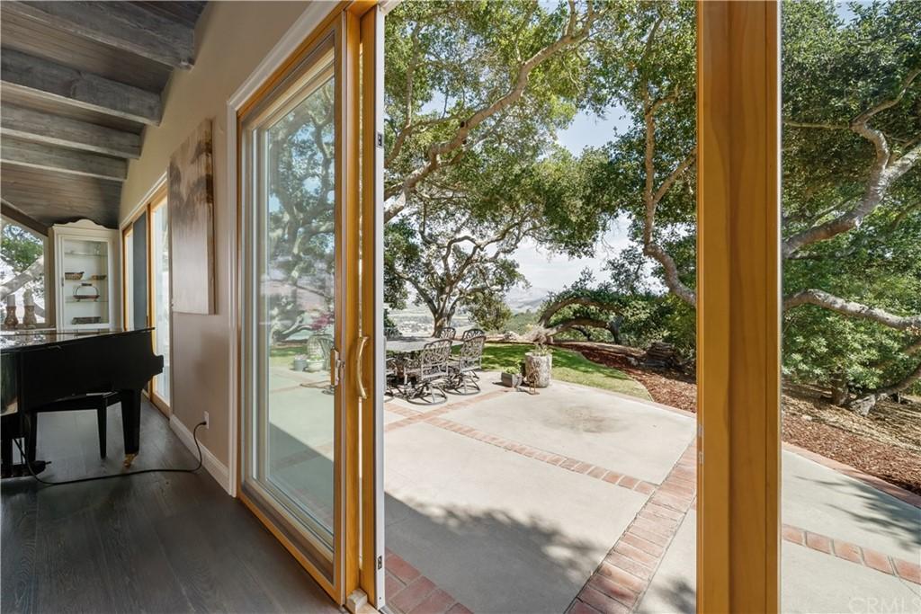 1025 Rimrock Lane Property Photo 6