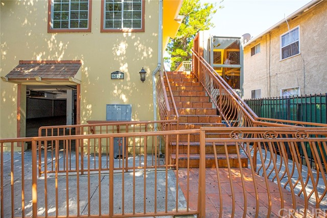 6824 Radford Avenue Property Photo 5