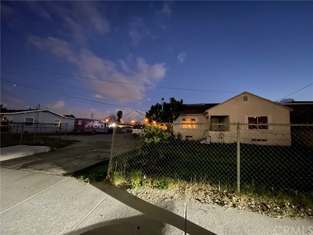 952 E 9th Street Property Photo
