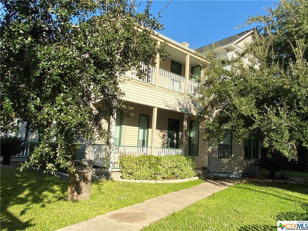 502 E Live Oak Street Property Photo - Cuero, TX real estate listing