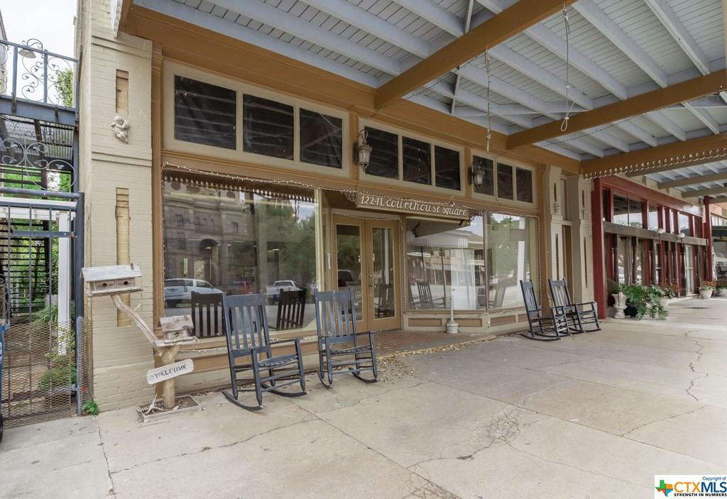 118 N Courthouse Square Property Photo - Goliad, TX real estate listing