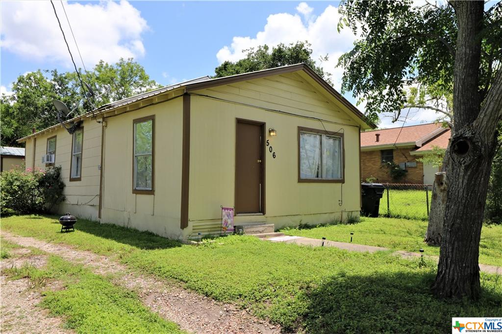 506 N Browne Street Property Photo - Karnes City, TX real estate listing