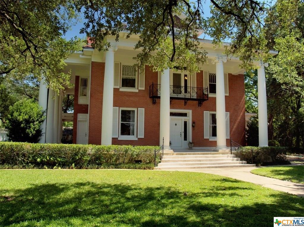 1520 Saint Louis Street Property Photo - Gonzales, TX real estate listing
