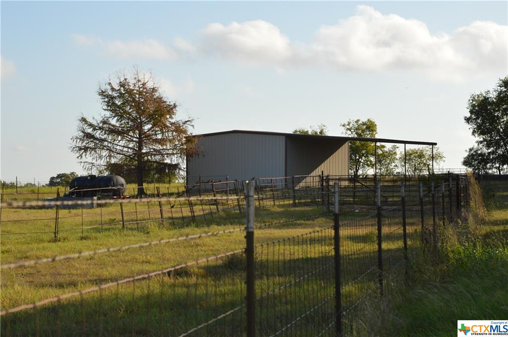 686 County Road 333 Property Photo - Granger, TX real estate listing