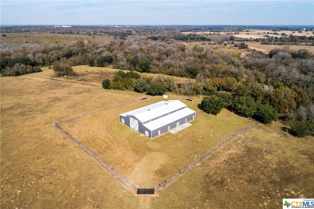 6417 County Road 240 Property Photo - Waelder, TX real estate listing