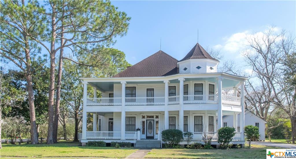 213 E Brackenridge Street Property Photo - Edna, TX real estate listing