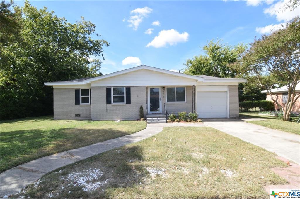 304 Oak Street Property Photo