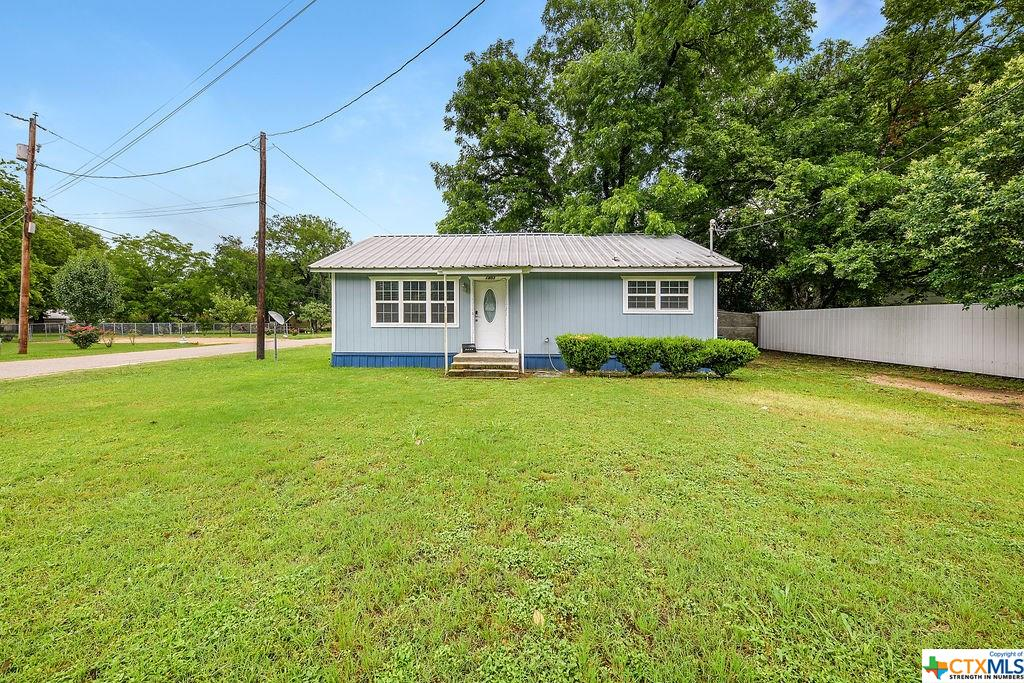 1803 N Central Avenue Property Photo - Cameron, TX real estate listing
