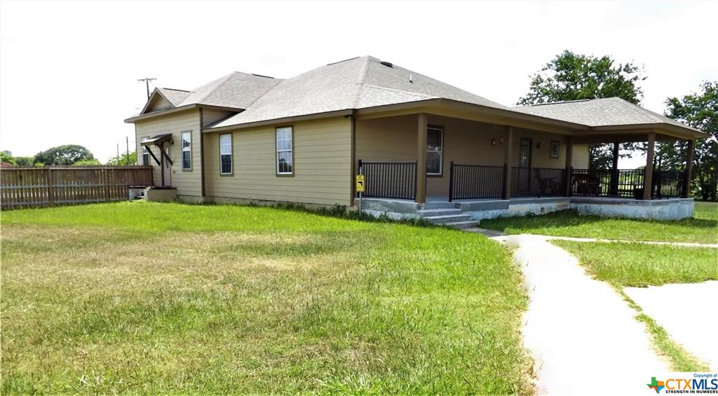 1218 E Main Street Property Photo - Eagle Lake, TX real estate listing