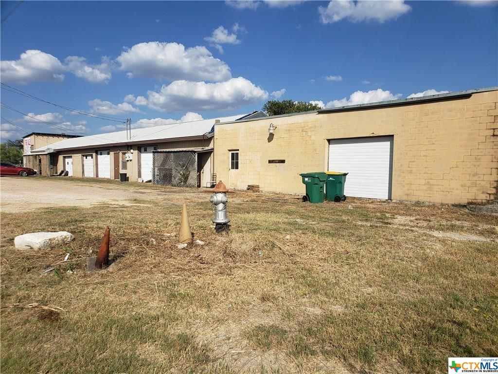 2300 S Interstate 35 Property Photo