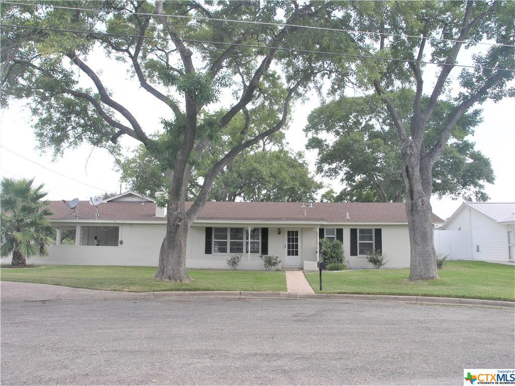 612 W Thomas Street Property Photo - Cuero, TX real estate listing