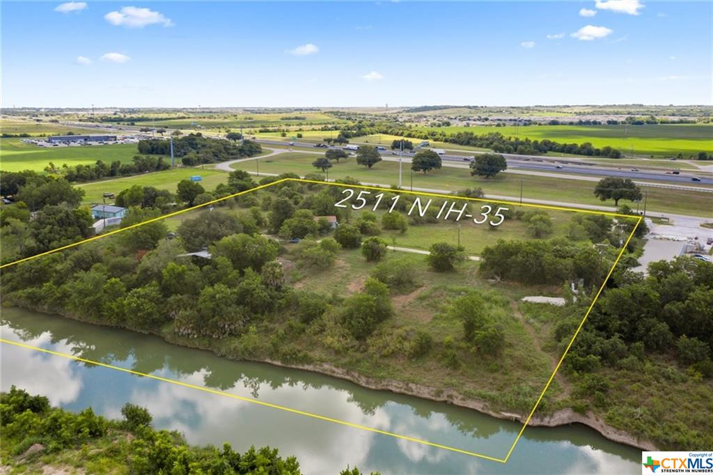 2511 N Interstate 35 Property Photo